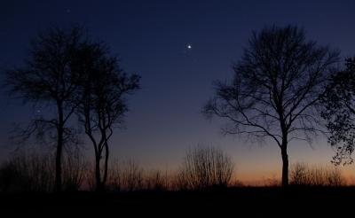 Jetzt im Dezember die Venus mit den Kindern beobachten. Eine Nachtwanderung die sich lohnt. Foto:  (c) Hermann  / pixelio.d