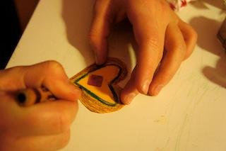 Nun verziert Ihr beim Basteln die Plätzchen.  Foto: (c) kinderoutdoor.de