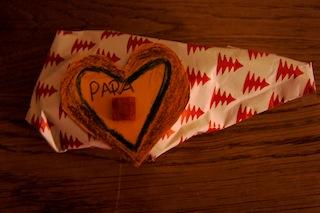 Fertig! Dieser Anhänger schmückt jedes Geschenk und macht was Besonderes daraus. Foto (c) Kinderoutdoor.de