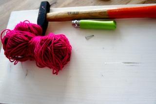 Ein simples Vogelhäuschen zum selbst bauen: Je weniger Material um so besser! Foto: Kinderoutdoor.de