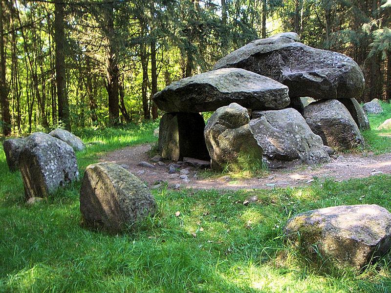 Die Steinzeit ist am Teufelsbackofen besonders gut zu verstehen.  Foto: (c) Wikipedia, org / Ch.Pagenkopf