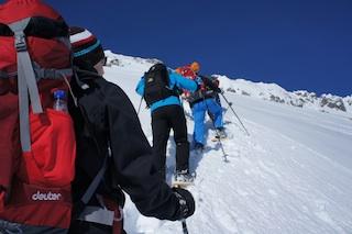Schneeschuhe und die richtige Ausrüstung, schon kann das Abenteuer im Winter losgehen.  Foto. (c) Kinderoutdoor.de