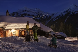 Im Montafon ist bei Tag und Nacht das Rodeln für Familien ein Erlebnis.  Foto: (c) Daniel Zangerl / Silvretta Montafon