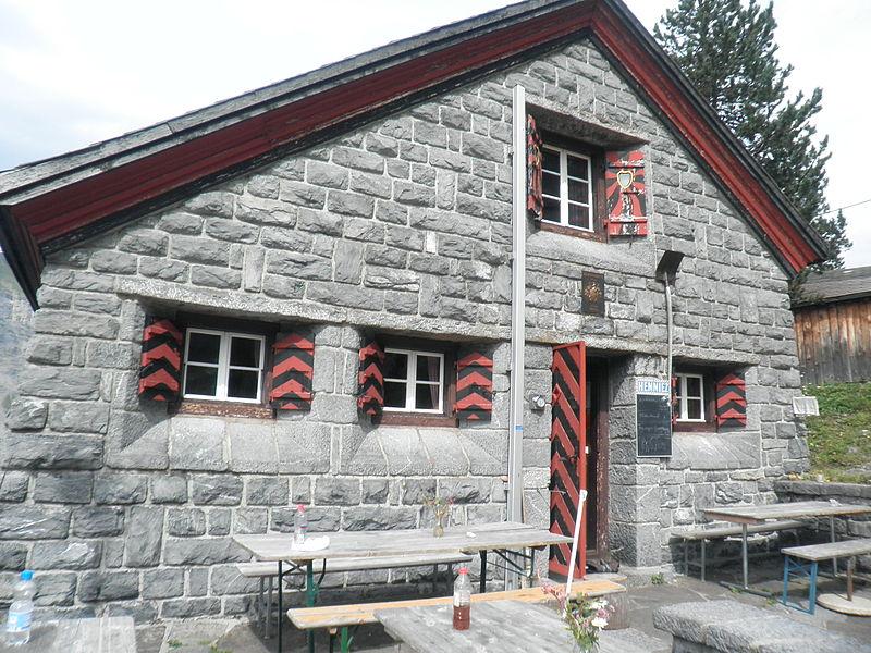 Eine der vielen SAC Berghütten: Die Doldenhornberghütte. Foto: Hulla, Lizenz: Creative Commons Attribution-Share Alike 3.0