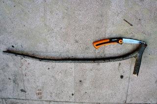 Für das Steckenpferd schneidet Ihr die Astgabel wie folgt zu. Foto (c) Kinderoutdoor.de