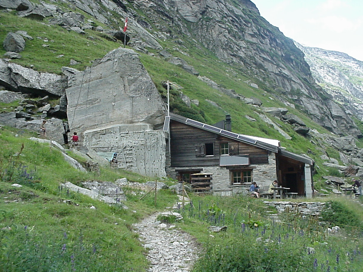 Die Läntahütte: ein wanderbares Ziel in Graubünden.  By Whgler (Own work) [GFDL (http://www.gnu.org/copyleft/fdl.html) or CC-BY-SA-3.0-2.5-2.0-1.0 (http://creativecommons.org/licenses/by-sa/3.0)], via Wikimedia Commons
