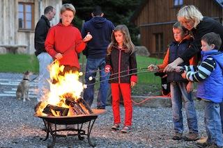 Outdoor-Aktivitäten gibt es genug in Liebesgrün. Auch das Würstchen grillen gehört dazu. © Fotos: Cyrus Saedi, Hotelfotograf | www.cyrus-saedi.com / Liebesgrün