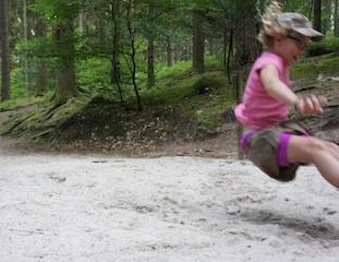 Wie ein Eichörnchen sollte man bei der Schnitzeljagd springen können..... Foto (c) Kinderoutdoor.de