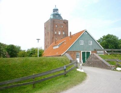 Der Leuchtturm Neuwerk ist der älteste in Deutschland und hat schon 700 Jahre auf den Mauern. Foto (c) Markus Kräft  / pixelio.de