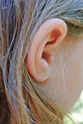 Ohren auf! Beim Tonmemory müssen sich Kinder Geräusche merken. Foto: (c) birgitta hohenester  / pixelio.de