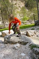 Im Tierser Tal musste die Kinderhose Buschprofi von Elkline zeigen, was sie aushält. Foto (c) Kinderoutdoor.de