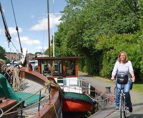 Paddeln und Pedal ist das neue Motto in Ostfriesland. Lernt die Halbinsel vom Fahrrad und dem Kanu aus kennen. foto (c) Ostfriesland Tourismus GmbH
