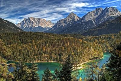 Die Zugspitze. Knapp am 3.000er vorbei ist sie der höchste Berg Deutschlands und Bayerns. Foto (c) Martin Gebhardt  / pixelio.de