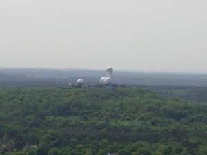 Riesenchampions? Nein, das sind ehemalige Radarkuppeln auf dem Teufelsberg. Er ist der Mount Everst von Berlin Foto © fuxart – Fotolia.com