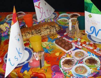 Partyrezepte für den Kindergeburtstag müssen nicht kompliziert sein.  Foto (c)  Claudia Hautumm  / pixelio.de