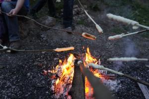 Unser Stockbrot Rezept im Frühling: Frische Kräuter bringen richtig Geschmack! Foto (c) Kinderoutdoor.de