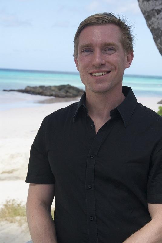 """""""Schon mal am Strand gespielt und ausgesehen wie ein paniertes Schnitzel?"""" Der Gründer von mawaii, Daniel Rintelmann, über den größten Nachteil von manchem Sonnenschutz. foto (c) mawaii"""