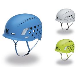 Was auf den Kopf kann man am Klettersteig schnell bekommen. Deshalb den Duro Helm von Salewa aufsetzen.  Foto (c) Salewa