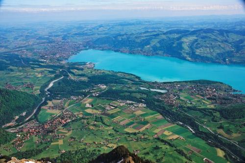 Kommt beim Urlaub in der Schweiz am Thuner See vorbei. In den St. Beatus Höhlen soll einst ein furchtbarer Drache gehaust haben.  Foto (c) Thun Thunersee Tourismus