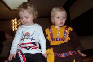 Piraten bei der Arbeit! Viel Zeit zum Plaudern hat keiner bei unserer Schnitzeljagd. foto (c) Kinderoutdoor.de