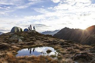 Alles wach?! Eine grandiose Morgenstimmung erlebt Ihr beim Zelten in den Bergen von Silvretta-Montafon.  Foto (c) Silvretta Montafon, Daniel Zangerl