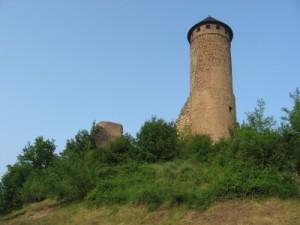 Wer sagt, dass es in Ostfrankreich (Saarland) nur Kohlehalden gibt. In Kirkel steht eine Burgruine auf der es im Burgsommer Mitmachaktionen gibt.  Foto (c) Seltrecht  / pixelio.de