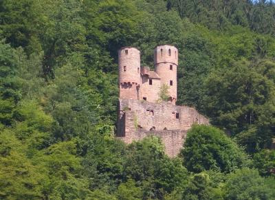 Burg Schadeck (Schwalbennest) eine von vier Burgen die Ihr bei Neckarsteinach erwandern könnt.  Foto (c) Ralph-Thomas Kühnle  / pixelio.de
