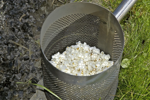 Die Alternative zum Stockbrot: Popcorn. Foto (c) Venatus