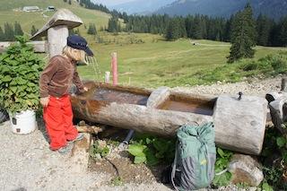 Rüstet die Kinder optimal aus, wenn Ihr zu Wandertouren aufbrecht.  Foto (c) Kinderoutdoor.de