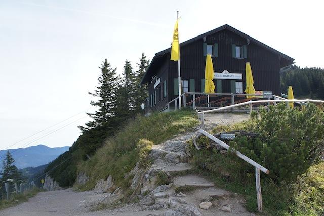Das Tegelberghaus ist auch ohne Schweiss zu erreichen: Der Bergbahn sei Dank! Foto (c) Kinderoutdoor.de
