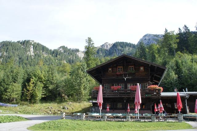 Bei Königs ist ein Zimmer frei! Die bayerischen Könige übernachteten bei ihren Jagden in den Ammergauer Alpen hier in der Bleckenau. Foto (c) Kinderoutdoor.de