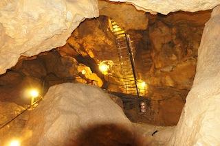 Hitze? Aber nicht hier! In einer Höhle hat es das ganze Jahr über angenehme acht Grad.  Foto (c) Kinderoutdoor.de