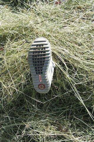 Eine Sohle, so löchrig wie ein Schweizer Emmentaler. Beim Primigi Bromy kann so der Fußschweiss nach außen.  Foto (c) Kinderoutdoor.de