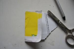 So stellt Ihr in nullkommanix aus Altpapier eine tolle Schablone her.  Foto (c) Kinderoutdoor.de