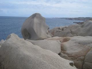Bizarre Felsformationen: Capo Testa auf Sardinien.  Foto (c) Kinderoutdoor.de