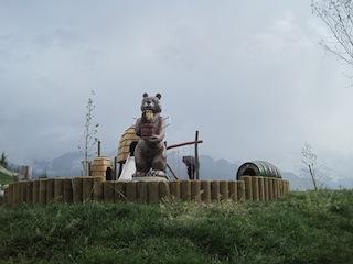 Der tut nix, der will nur spielen! Unterwegs auf Bärenjagd in Tirol. Foto(c) Kinderoutdoor.de