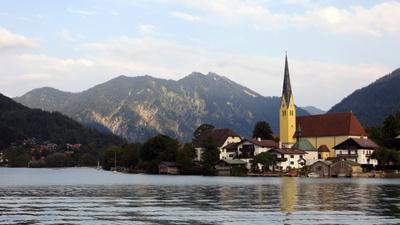 Radtouren durch Oberbayern gibt es auch ohne Steigungen: Rund um den Tegernsee! Foto (c)Didi01  / pixelio.de