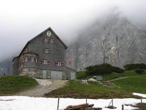 Die Falkenhütte gehört bei den DAV Hütten zu den ganz besonderen und ist für Familien geeignet.  Foto: Luidger, Lizenz: Creative Commons by-sa 3.0 de