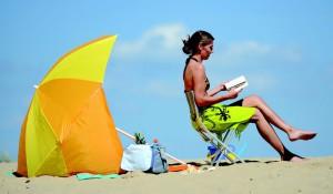 Sonnenschirm? Strandmuschel oder beides? Auf jeden ist das neue Teil von Easy Camp praktisch.  foto (c) Oase Outdoors ApS