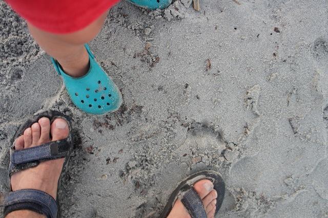 Trekkingsandalen oder Gummitreter? Was ist im Sommer besser für die Kinder? Foto (c) Kinderoutdoor.de
