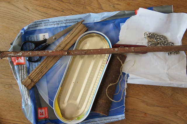Kinder basteln aus Materialien die sich zuhause finden ein Segelboot. Foto (c) Kinderoutdoor.de