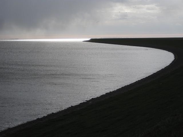 Ob das Wetter so grau bleibt? Ihr könnt eine Wetter App fragen oder einfach die Zeichen der Natur richtig deuten. Foto (c) kinderoutdoor.de
