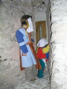 Bei unserer Zeitreise ins Mittelalter entdecken die Kinder einige geheime Türen...... Foto (c) Kinderoutdoor.de