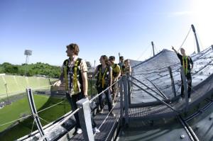 Dem Olympia Stadion in München auf´s Dach steigen.  Foto (c) olympia zeltdach tour München