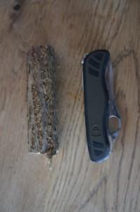 Holz Schnitzen: Ist das alles um ein Teesieb zu basteln? Ja! Foto (c) kinderoutdoor.de