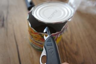 Voller Durchblick! Entfernt den Boden der Konservendose.  Foto (c) Kinderoutdoor.de