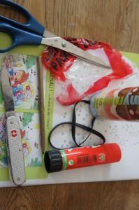 Hier seht Ihr alles was für das Kinderspiel notwendig ist. Das dürftet Ihr auch zuhause haben.  Foto (c) Kinderoutdoor.de