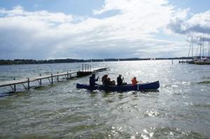Leinen los und der Kinderwagen Bob Revoultion Pro ist mit im Kanu. Foto (c) kinderoutdoor.de